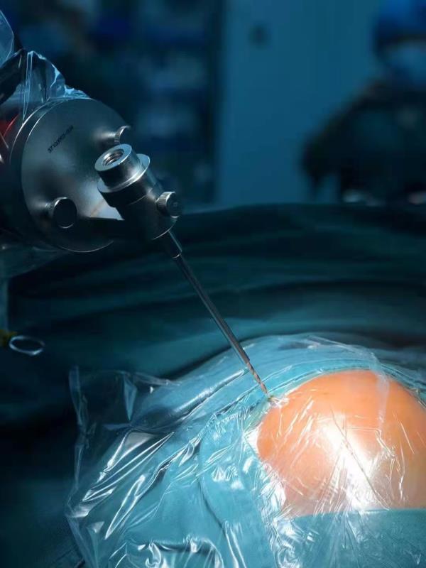 机器人当「助手」精准植入脑「起搏器」,震颤 6 年的帕金森患者不抖了