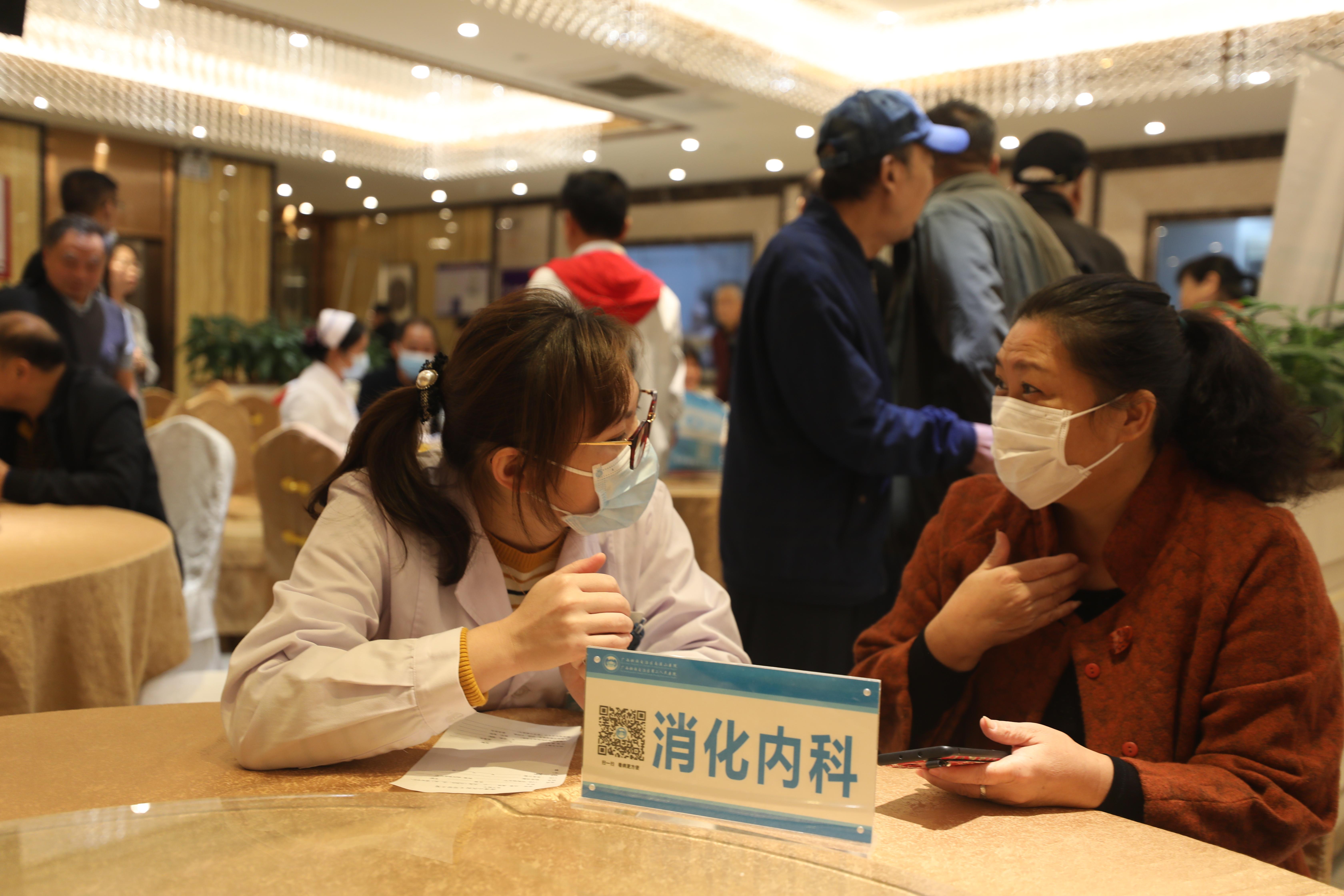 广西壮族自治区南溪山医院:为民办实事 送健康庆重阳