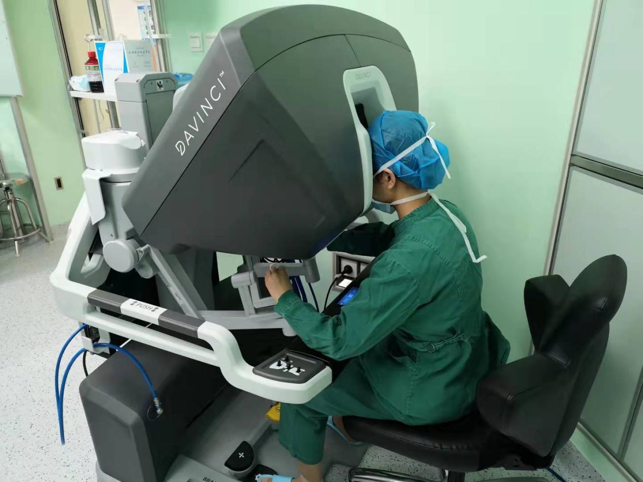广西壮族自治区南溪山医院运用达芬奇手术机器人完成桂北首例子宫切除手术