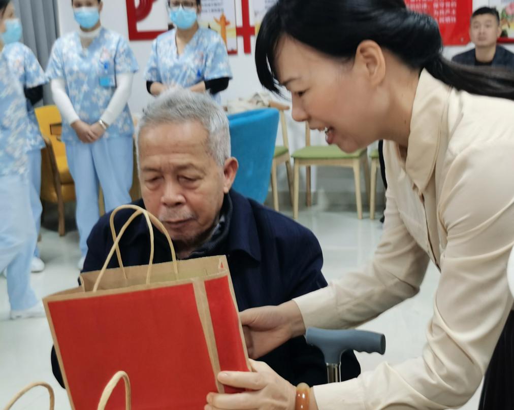 回首来时路,展望新生活  郴州市康养中心举办重阳节茶话会活动