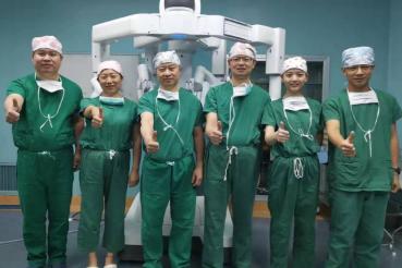机器人助力巧摘雷区肿瘤!南昌大学二附院成功实施机器人下解剖性亚段肝切除术